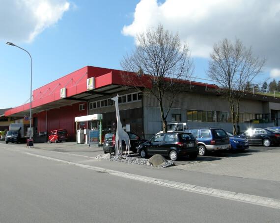 Umnutzung und Erweiterung einer Autowerkstatt in ein Getränkelager mit Shop und Büro in Mönchaltorf