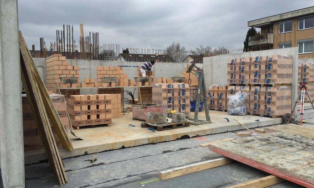 Wohnüberbauung an der Greithstrasse in Rapperswil: Maurerarbeiten Wände EG