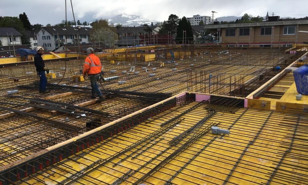 Wohnüberbauung an der Greithstrasse in Rapperswil: Decke über 1. OG wird armiert